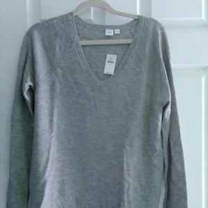 Gap Gray V-neck sweater